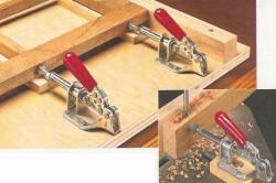Для того, чтобы прижимать заготовки друг к другу необходимы струбцины.