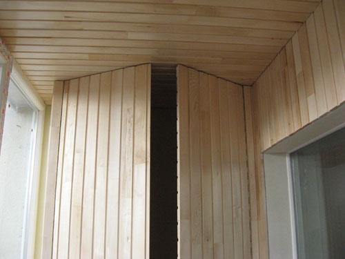 Установка шкафа из вагонки на балконе