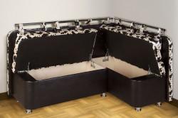 В диване можно сделать самые различные ящики. Обычно их располагают под крышку сидений.