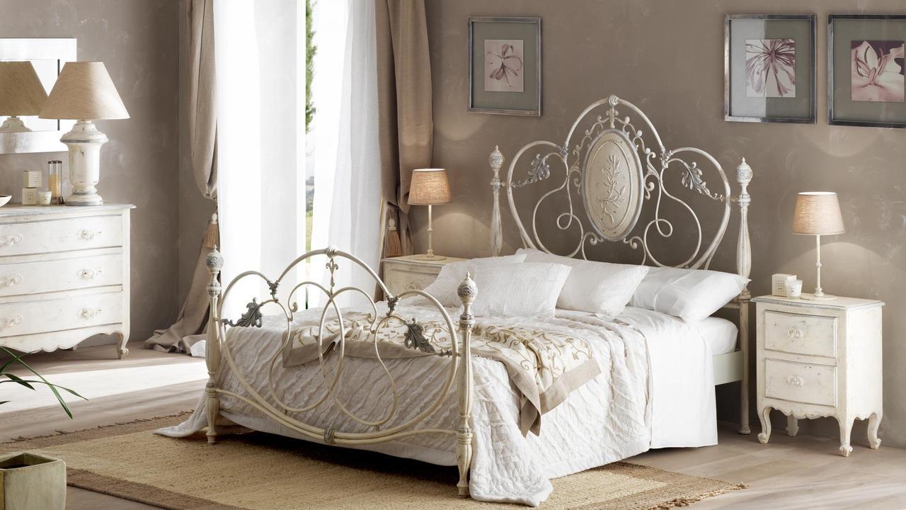 Декоративное покрытие железной кровати