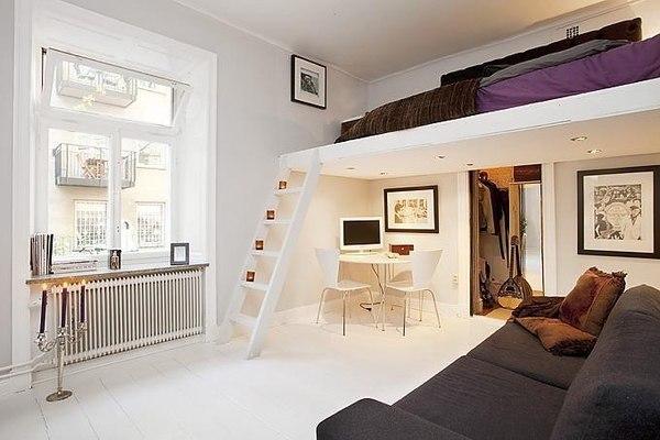 Как сделать спальню под потолком
