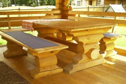 Стол и скамейки из бревен своими руками