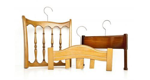 Вешалки для одежды из старых стульев