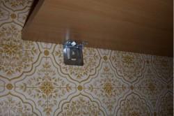Крепление полки мебельными уголками