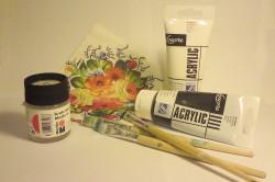 Основными материалами и инструментами для декупажа являются : акриловая краска, кисти, клей и картинки.