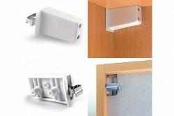 Для крепления навесных шкафов можно использовать регулируемые навесы, которые крепятся на саморезы.