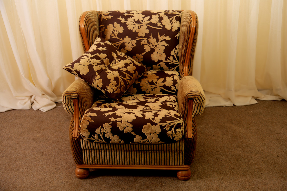 Перетяжка старого кресла