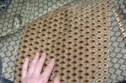 При выборе материала следует обязательно обратить внимание на качество. Ткань должна быть плотной и хорошо чистящейся.