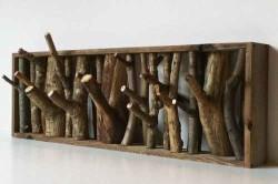 Очень красиво и необычно будут выглядеть крючки из сучьев деревьев.