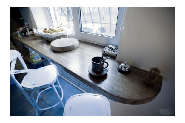 Стол из подоконника на кухне