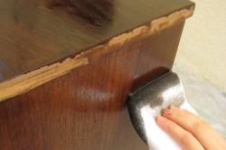 Очистка мебели от старой краски или лака