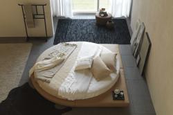 Круглая кровать без изголовья