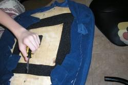 Снятие старой обивки кресла