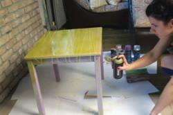 Обновление стола при помощи аэрозольной краски