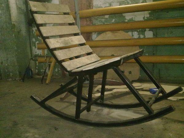 Металлическое кресло-качалка