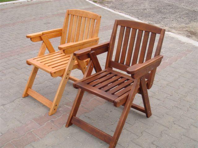 Деревянные кресла для дачного участка