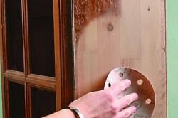 Подготовка поверхности шкафа для декупажа