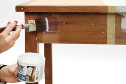 Покрытие старого стола лаком или краской