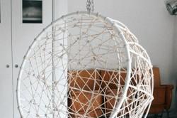 Подвесное кресло из металлических прутиков